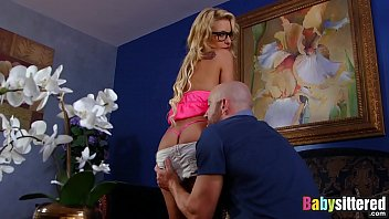 Streaming Video Latina nanny Carmen Caliente gets a big bonus of boss cum - XLXX.video