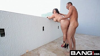 He goes out with the babe on the balcony and fucks her when his neighbors look at them