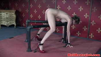 Drooling sub caned until her ass is raw 6分钟