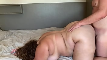 The niece couldn't stand it and gave the ass on all fours, a lot of pressure with the butt 3 min
