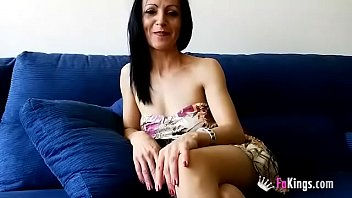 Just divorced from an unfaithful husband, Neus wants to recover her wasted time and fucks her sons's best friend
