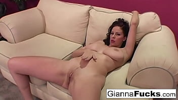 Brunette babe Gianna Michaels plays with her wet pussy