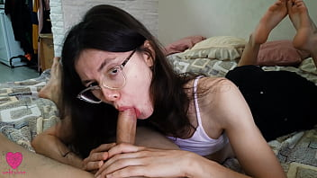 Girl loves to play with the cock, sucking it passionately until she fills her mouth with hot sperm