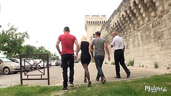 French gangbang party Caroline, la mature salope va à avignon pour un gangbang hard