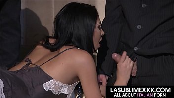 Hot threesome con i bodyguards! thai girl