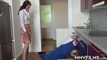 Porn-Star Gets Fucked Hard By The Plumber How He Likes It