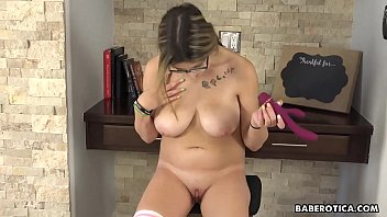 Solo masturbation experience with Sarah Bella is hot, in 4K