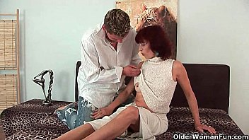 Granny gets a good fuck and creamy facial Vorschaubild