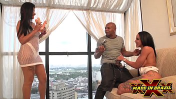 Threesome with my wife's friend, sticking in the ass of his wife and friend licking and sharing my joy - Amanda Souza - Elisa Sanches - Capoeira - Complete scene at Red