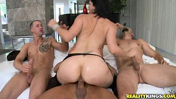 Hairy hand bobby travieso Bobbi has three guys ready to pound her pussy