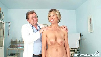 Naked strip gyno exam Vanda has her horny mature pussy opened by speculum