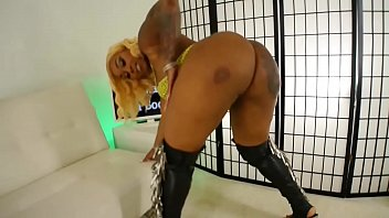 Dallas Thick Curvy Stripper With Nice Ass and Tits Gets Nude