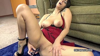 Mature masterbating amatures Mature hottie lavender rayne plays with her glass dildo