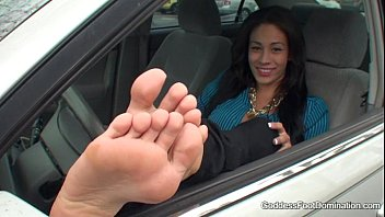 Sexy bare feet on slugs Grocery store stroker