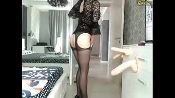 Tall Legs and Short Hair Beauty Teases you on webcam