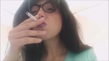 smokin fetish! see how i relax myself on the wc with cigarettes
