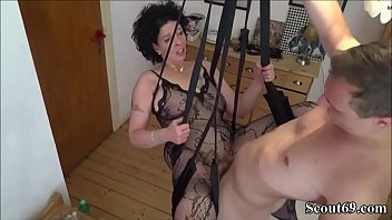 Junger Stief-Sohn fickt seine Mutter in einer Liebesschaukel - German Step-Son Fuck Mother with Stockings in Love Swing