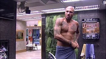 Famous gay rights activist Banhos do fernando medeiros bbb15