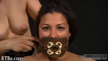Lusty collaring for pleasing hottie