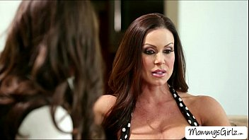 Pussy play with Casey and slutty mommy Kendra Lust