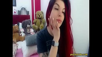 Redheaded Babe Show A Steamy Anal Fingering Live