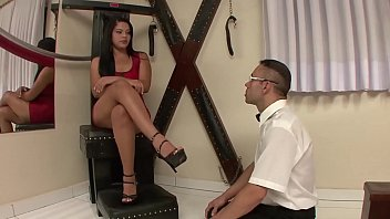 YARA ROCHA PUNISHES HER SLAVE WHO WENT LICKING ANOTHER'S FEET