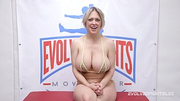 Bigtits Mom Dee Williams wrestles Victoria Voxxx eating pussy and fingering in girl on girl fighting