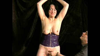 Whipping To Tears of Mature Amateur Slave China Vorschaubild