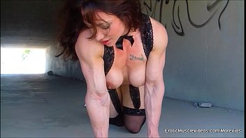 Female muscle fetish Eroticmusclevideos public masturbation muscular gutter bunny
