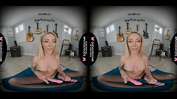 Solo blonde milf, Isabelle Deltore just came, in VR