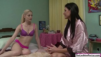 Blonde babe licked by milf roommate