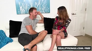 Skinny milf (Dava Foxx) gets pounded by a younger man - Reality Kings