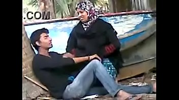 Muslim Aunty Fu cking Young College Boy Secret lege Boy Secretely In Beach