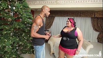 Fat chicks givin blowjobs - Busty bbw milf fucks bbc under the xmas tree