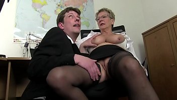Free version - Mom wants cock and immediately takes the cock of her son and cousin to draft 18分钟