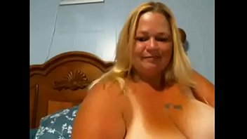 BBW mom loves to show off for me