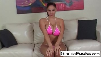 Bikini babe Gianna Michaels wants his load on her big tits