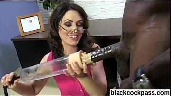 Big black dick damaging a white sluts cunt peice