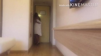 She Drops Her Towel In Front Of The Delivery Guy. yass-link.com/lp1mumbh