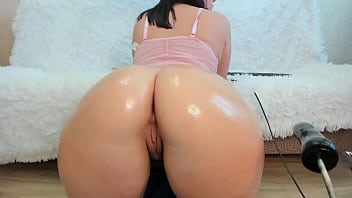 Gorgeous Juicy Pussy Gets Pounded by Sex Machine