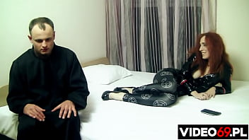 Streaming Video Obsessed with lust, the slut lured the priest to her apartment - XLXX.video