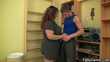 Plumper cum Fatty seduces him and fucks in the gym