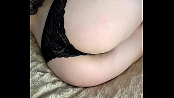 Bitch in black panties fucked her tight pussy with fingers 4分钟