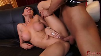 Busty Milf Getting Her Pusy Used