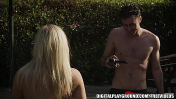 This blond has a gorgeous body and loves to fuck 7 min