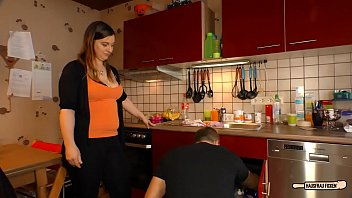 HAUSFRAU FICKEN - Amateur sex with German BBW housewife cheating her husband Vorschaubild