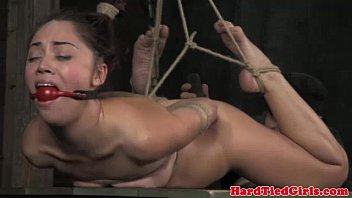 Ball tied submissive gets it hard 5分钟