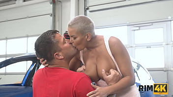RIM4K. Hot stunner knows how to use her tongue in the mans ass