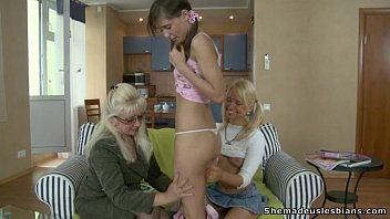 Mature woman seducing young girls - Mature woman seduces european teen girls