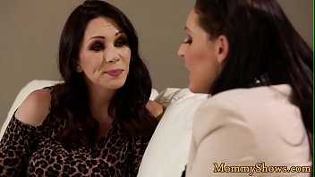 Glam MILF pussylicked by pretty stepdaughter